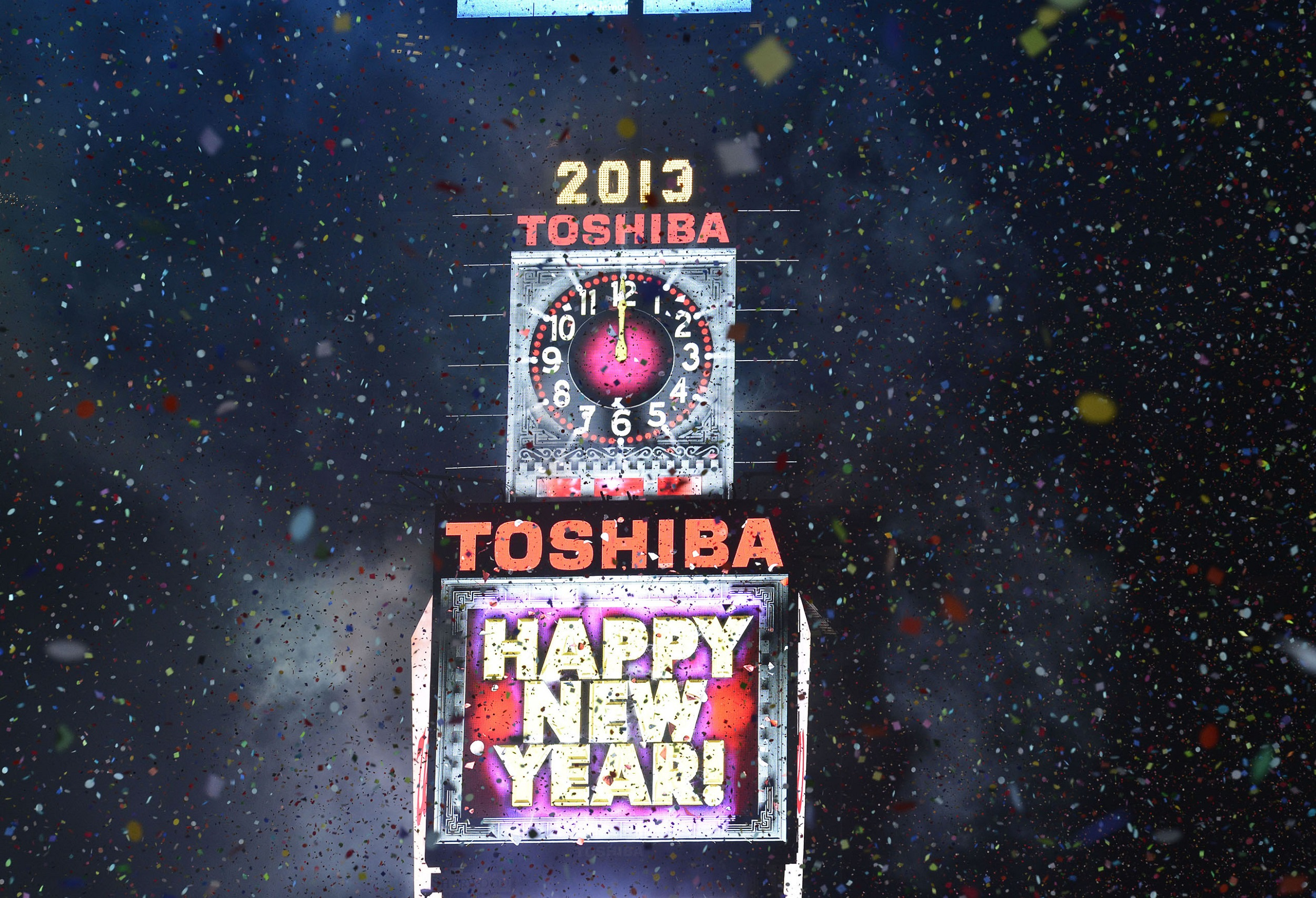 159041226 EG 8613 43C03FFF7F27A5A7F982556F45767AE5 Toshiba Celebrates New Years Eve with Toshiba Vision Screen