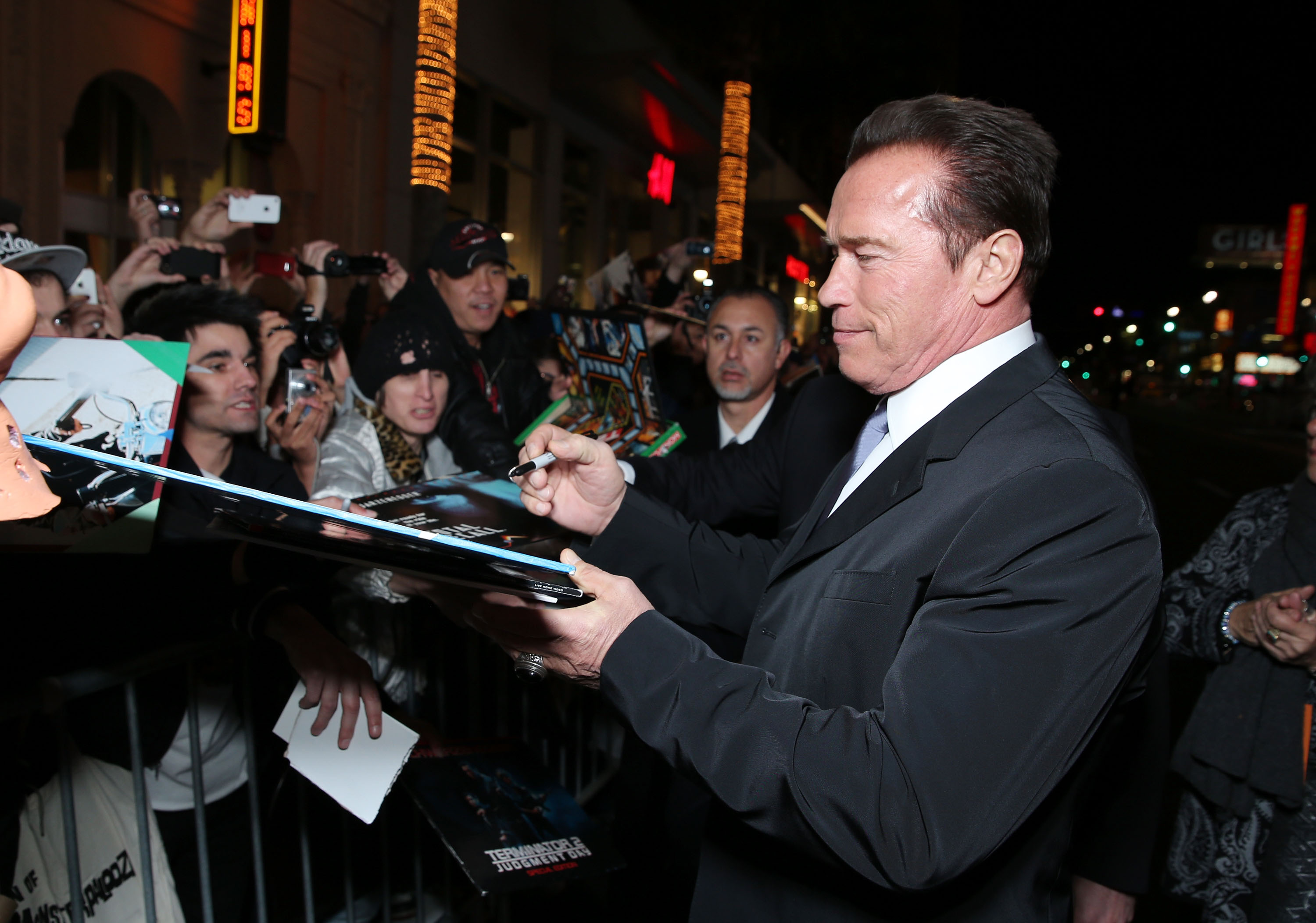 159638640EC097 The World Pr Arnold Schwarzenegger Takes The Last Stand at Films World Premiere
