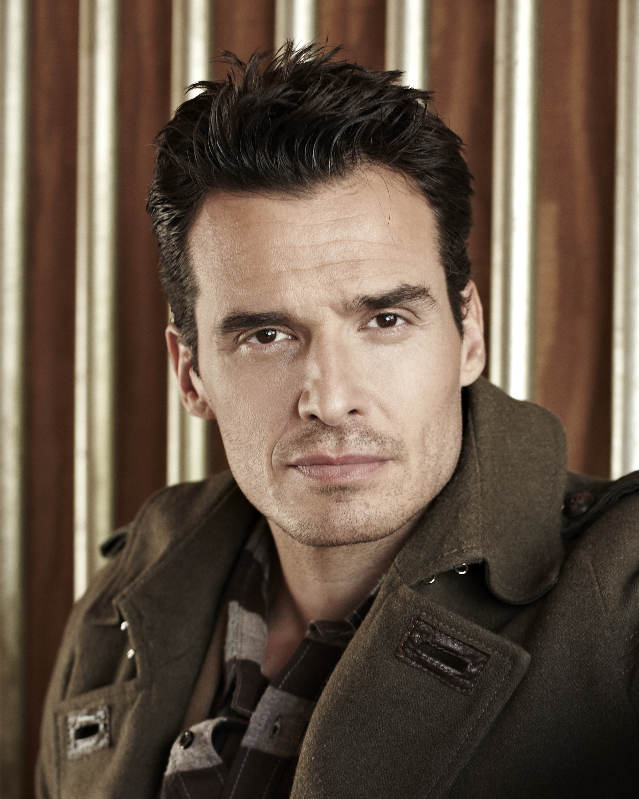 20111130 ANTONIO SABATO JR 1900 HEADSHOT Exclusive Interview: Antonio Sabàto, Jr. Talks AnastasiaDate.com
