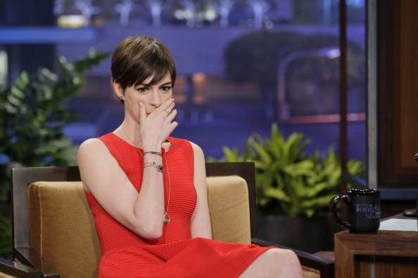 Anne Hathaway Stuns in Sylva Cie on The Tonight Show with Jay Leno Anne Hathaway Stuns in Sylva & Cie on The Tonight Show with Jay Leno