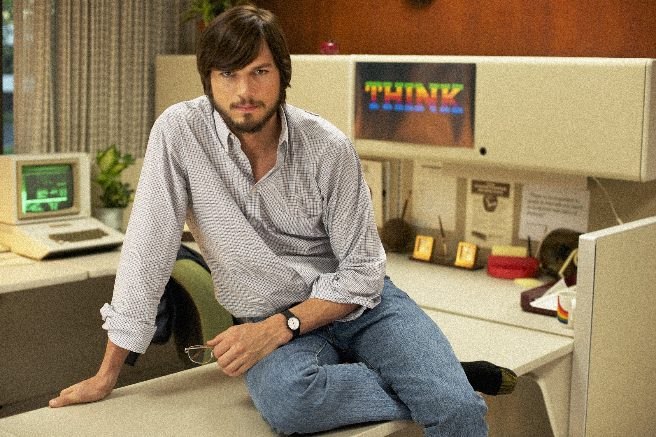 Ashton Kutcher as Steve Jobs New Trailer Of jOBS Ft. Ashton Kutcher Released