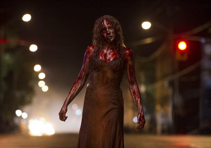 Chloe Moretz Pig Blood Carrie Two Freaky New Stills From Carrie