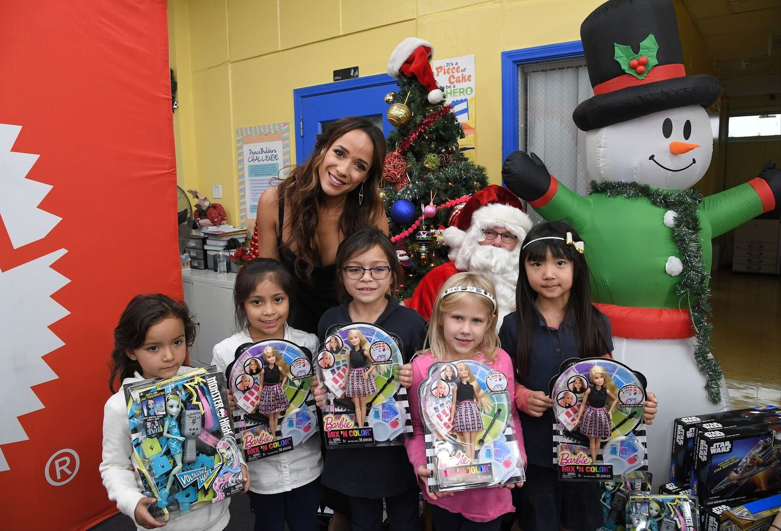 Dania Ramirez with kids at Boys & Girls Club of Burbank & Greater East Valley