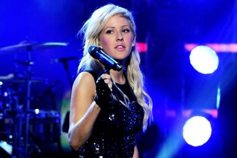 Ellie Goulding Rings in the New Year in BCBGMAXAZRIA Singers Ring in the New Year in BCBGMAXAZRIA Group Styles