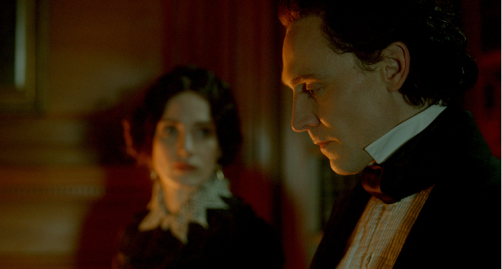 Jessica Chastain and Tom Hiddleston in Crimson Peak