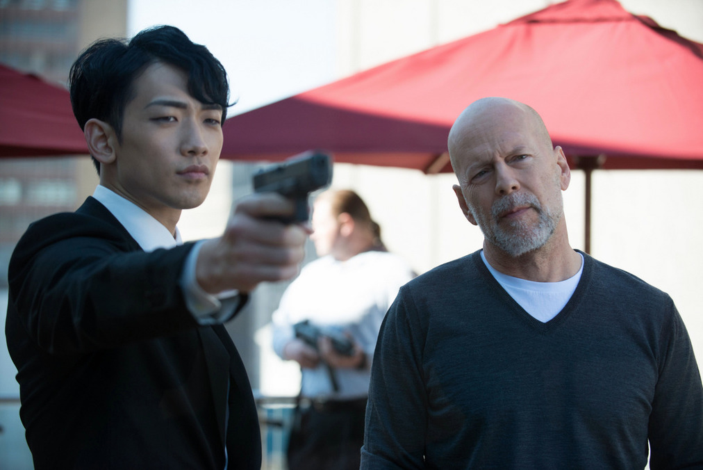 Jung Ji-Hoon and Bruce Willis n The Prince