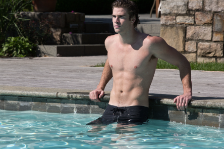 Liam Hemsworth Overcomes Paranoia in New Official Image Liam Hemsworth Overcomes Paranoia in New Official Image
