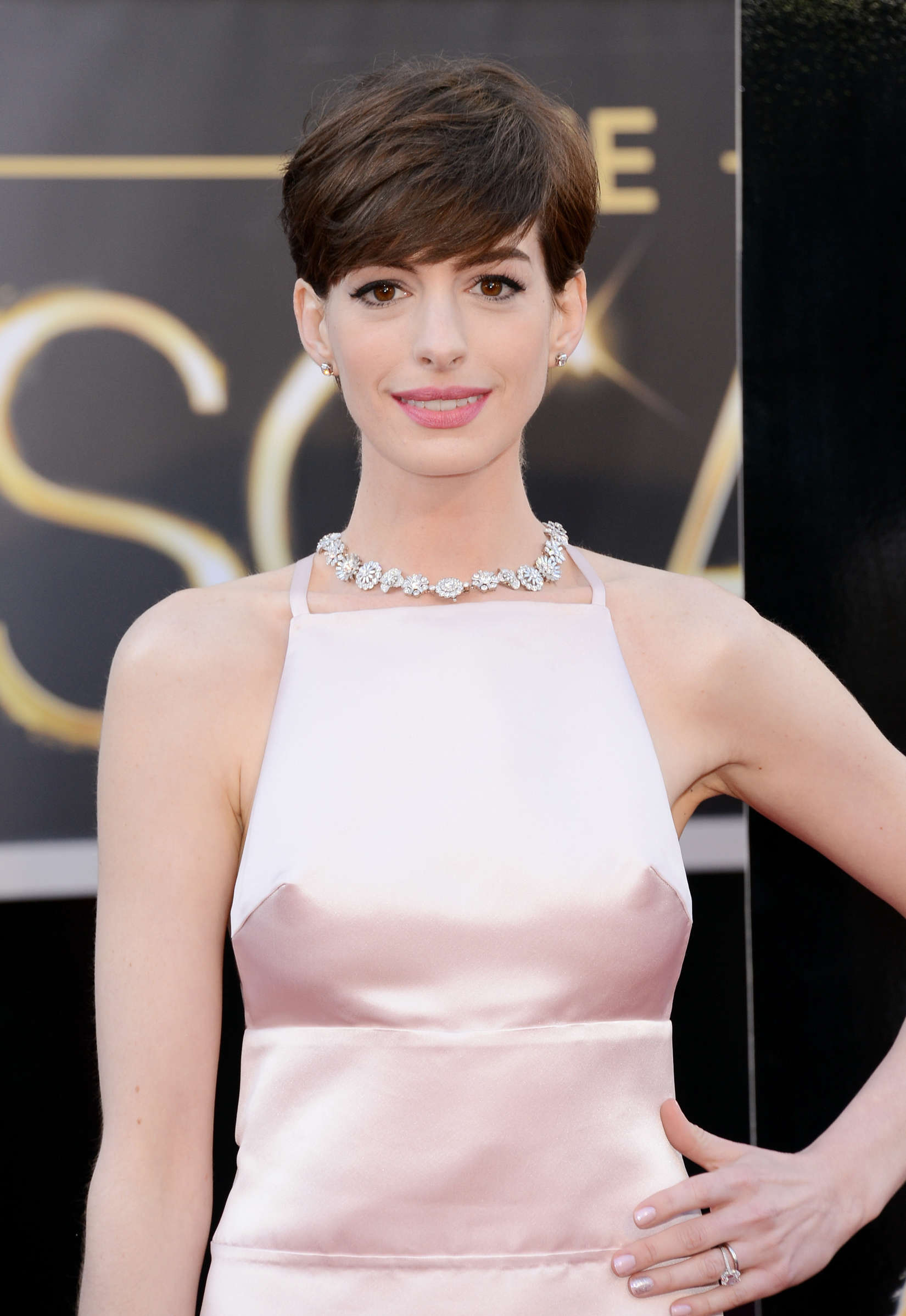Oscar Winner Anne Hathaway to Present at the 86th Academy Awards Oscar Winner Anne Hathaway to Present at the 86th Academy Awards