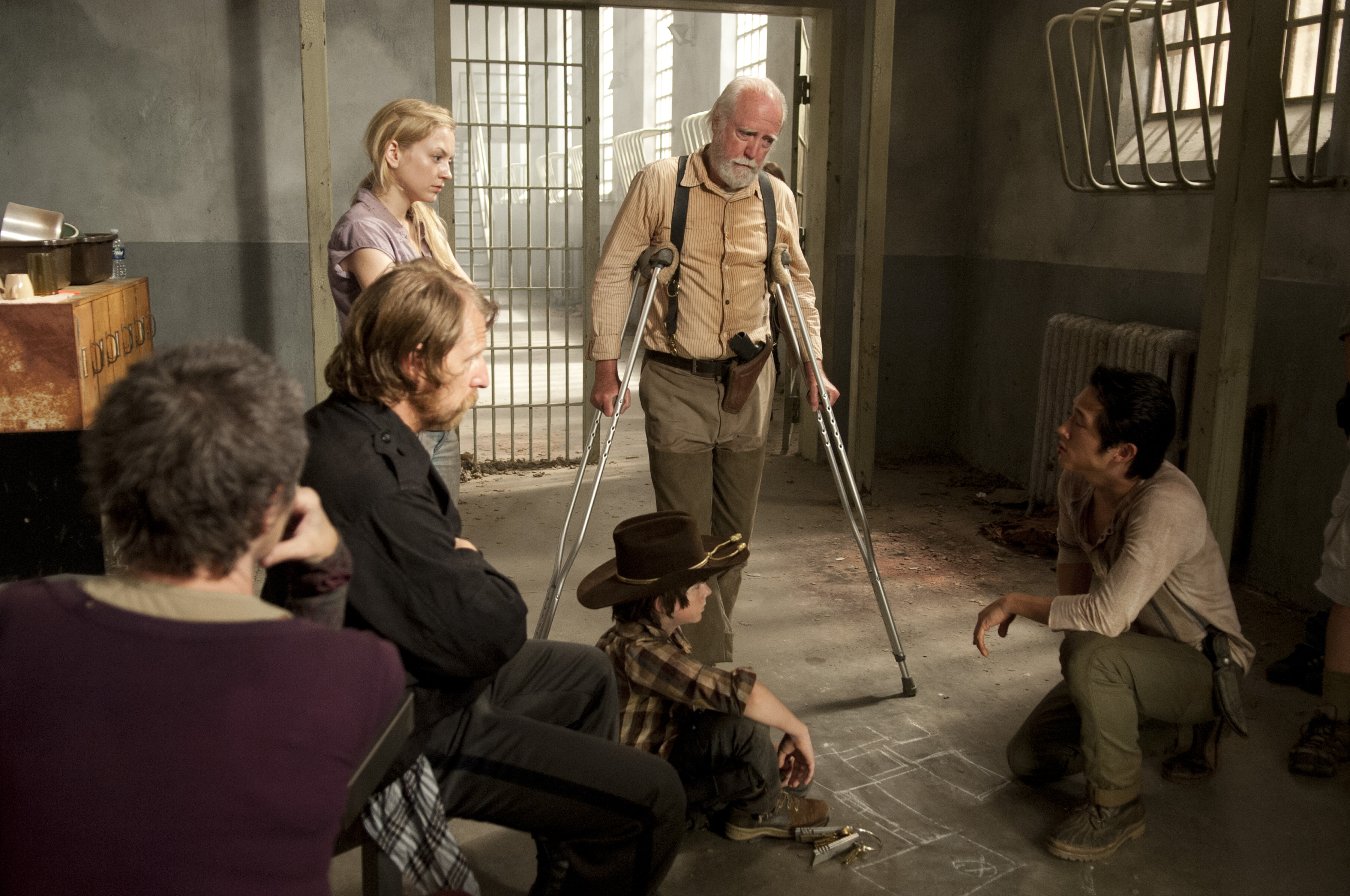 The Walking Dead Season 3 Episode 10 Cast Exclusive: Photos from The Walking Dead Season 3 Episode 10 Home