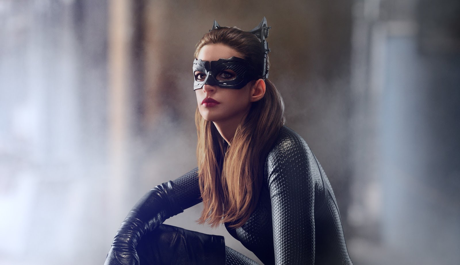 new anne hathaway catwoman