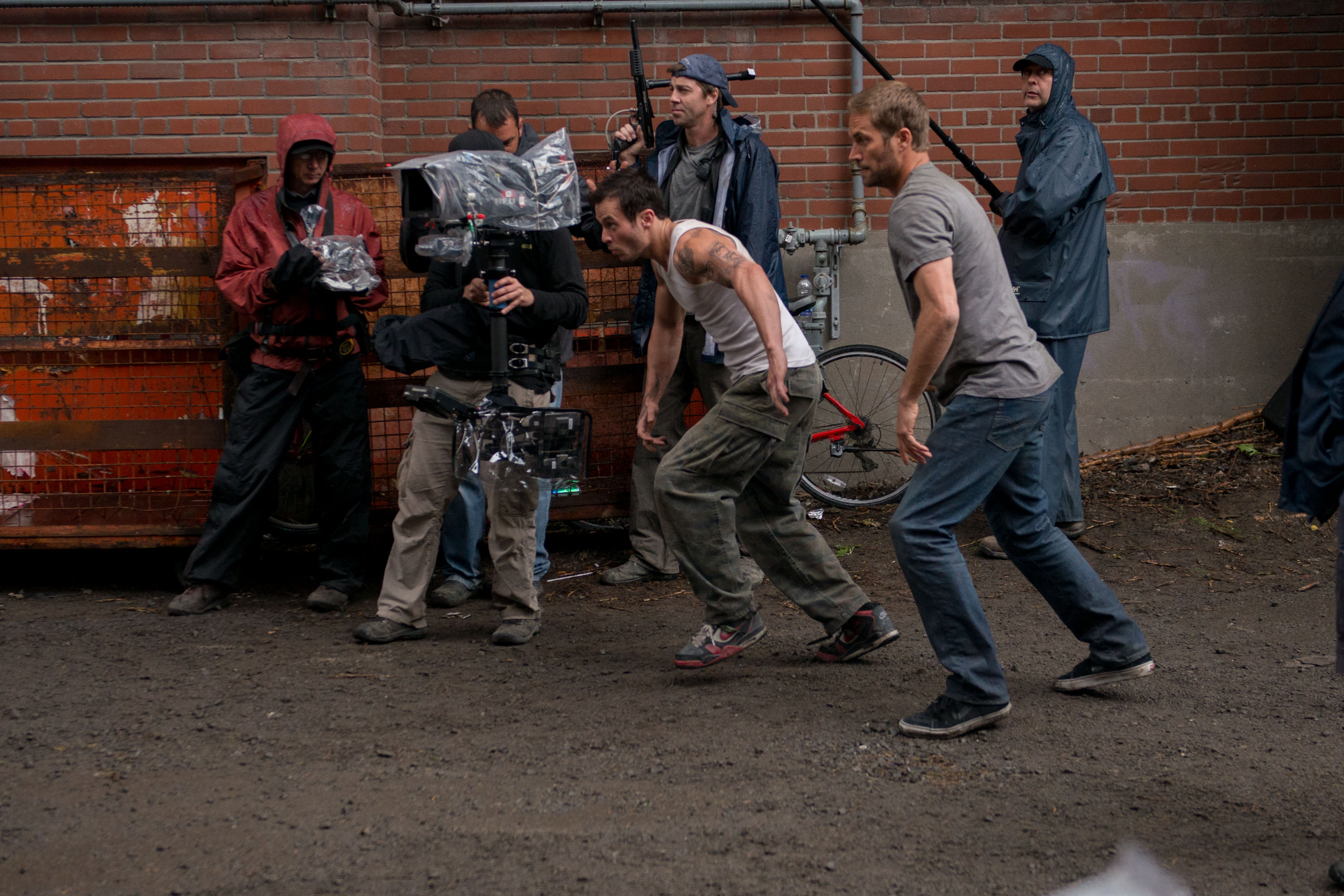 brick mansions M 278 bm 4492 rgb Paul Walker and David Belle Perform Stunts in Brick Mansions Clips