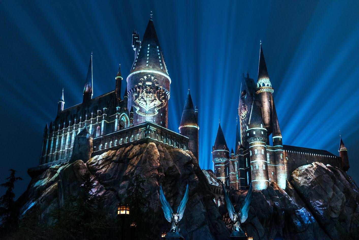 the nighttime lights at hogwarts castle now open at universal studios