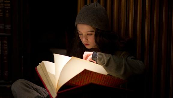 Molly Và Quyển Sách Thôi Miên