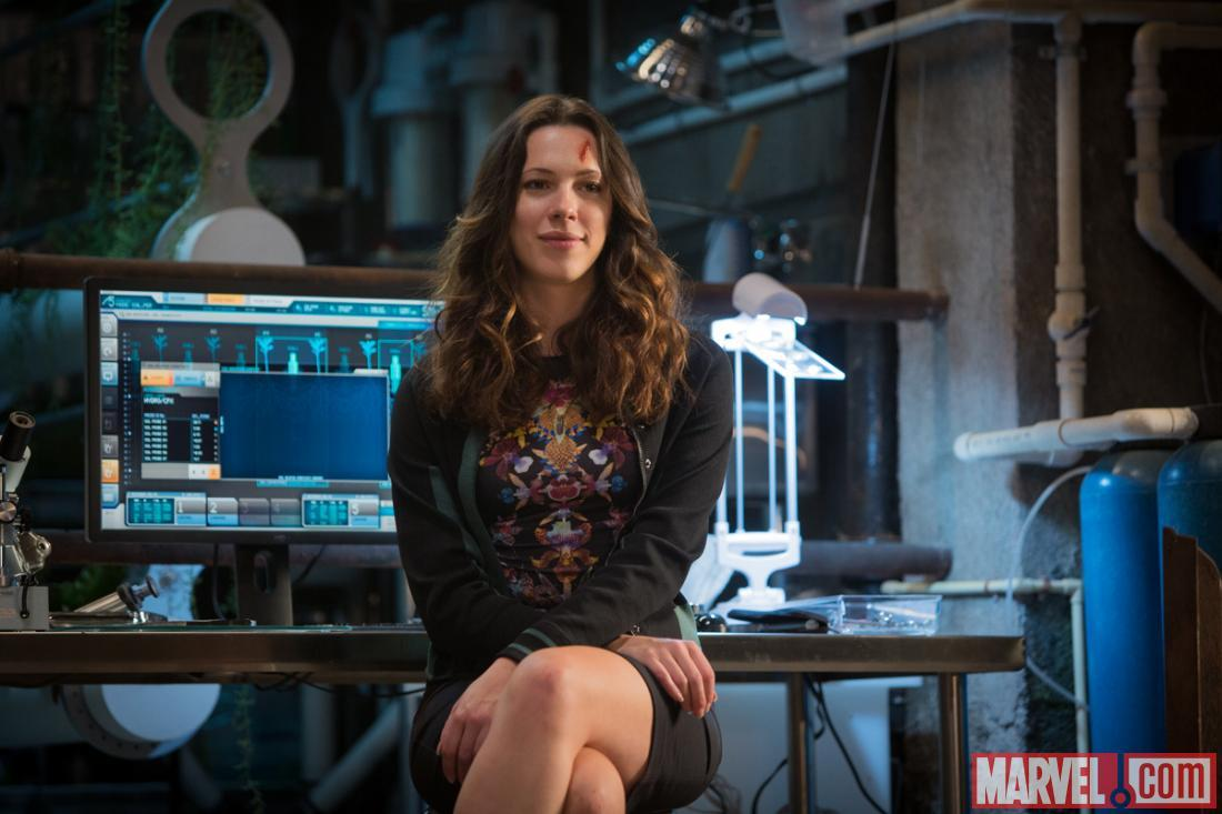 rebecca hall maya iron man 3 Sexy New Stills Featuring Rebecca Hall from Iron Man 3