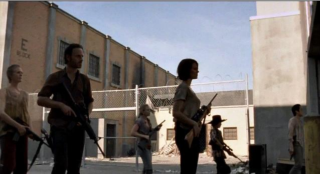 the walking dead season 3 5 got guns New Stills from The Mid Season of The Walking Dead Season 3