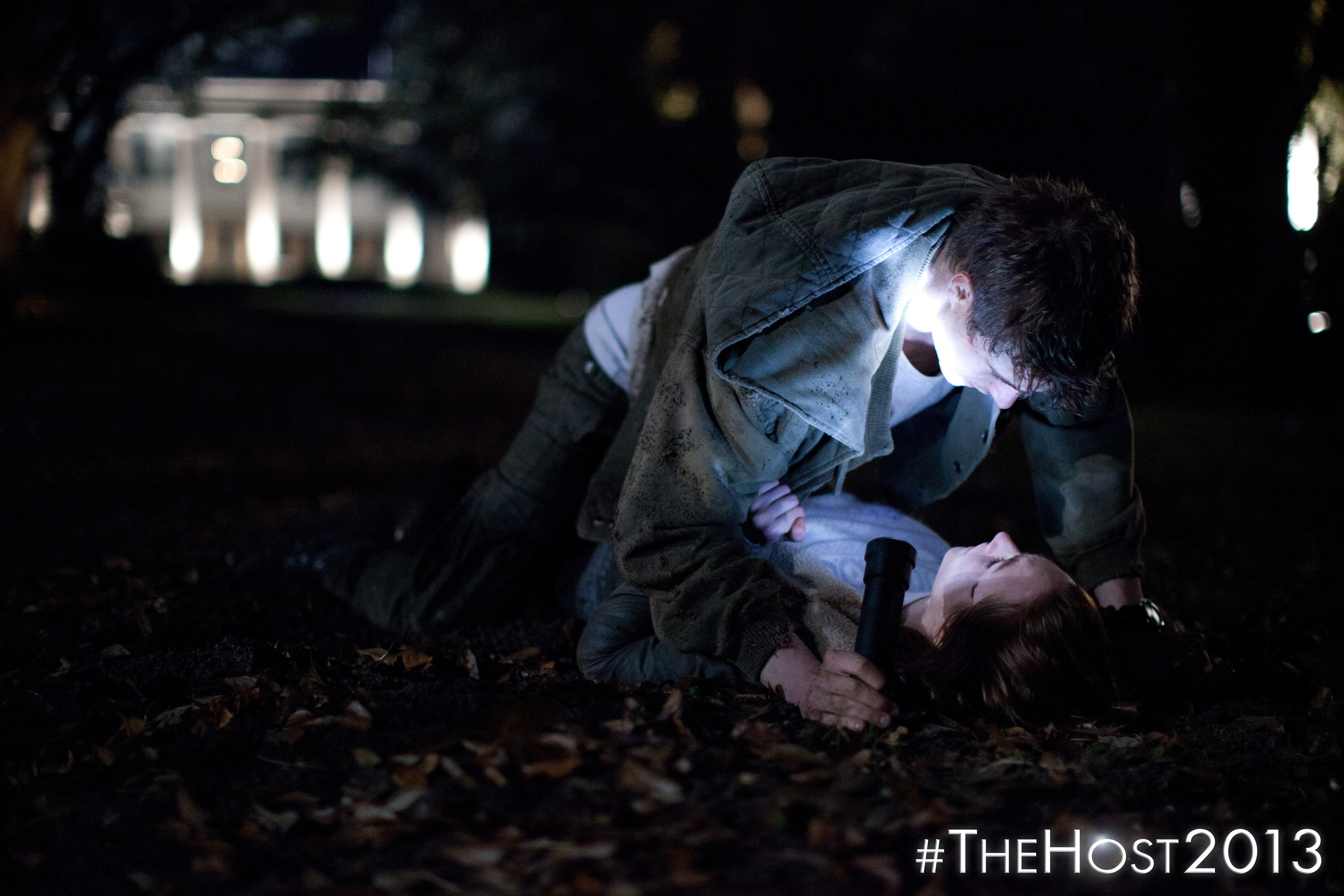 thhost2013 TH 00470 Saoirse Ronan Battles Aliens in the New Trailer and Photos From The Host